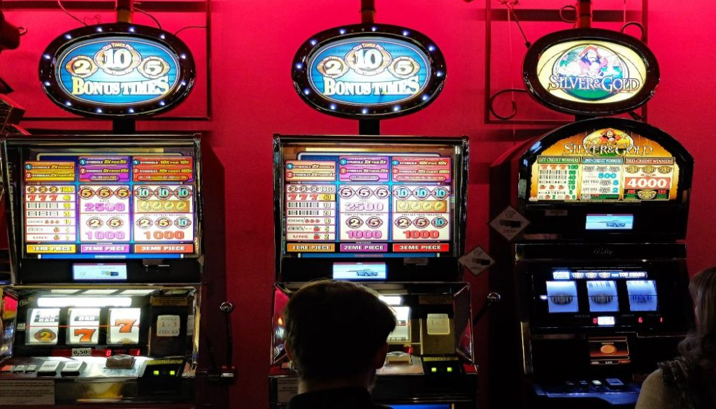 casino 3260387 1920 1 1024x585 1 - Things that an online game can do to you