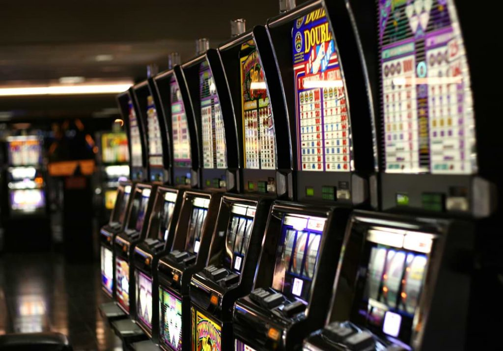 slot machines mechanical 1 1024x715 1 - Options For Playing In Online Slot Gambling Website