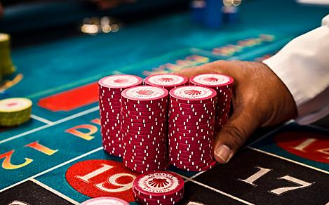 casino overview chips mans hand house - Internet Casino Games - Which is the Best One for You to Know?