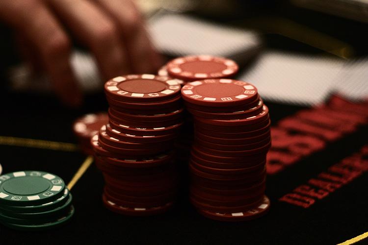 Gambling chips - Progressive Online Slot Machines – Playing and Winning More